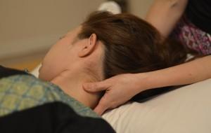 慢性疲労ではまず首をほぐして楽にしていきます